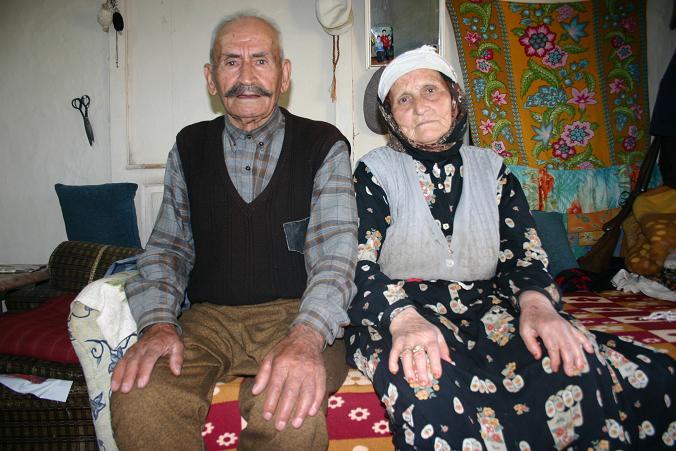 Bu Habere Aman Dikkat.. Devlet Yardımı Getirdik Dedikleri Yaşlı Çifti Soyup Gittiler..