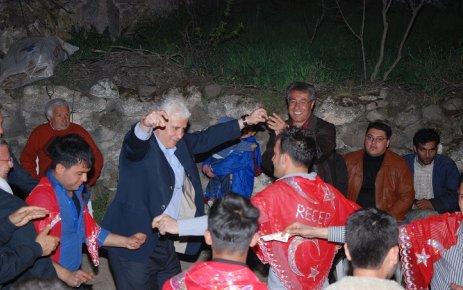 CHP Milletvekili Adayları İlyaslı da Asker Eğlencesinde Oynadı..