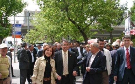 CHP Mİlletvekilleri Adayları İsmetpaşa Caddesi Esnafını Ziyaret Etti