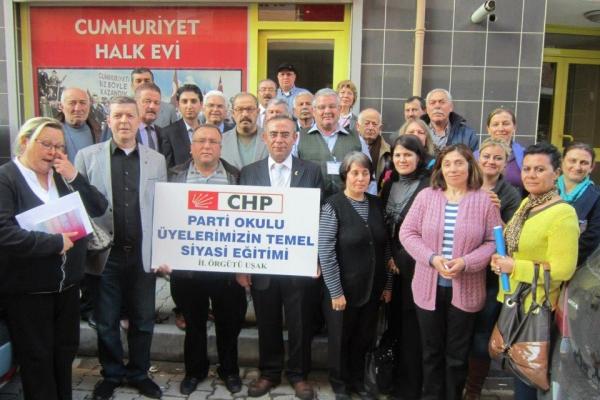Uşak'ta Cumhuriyet Halk Partisi Parti Okulu Eğitimleri Başladı