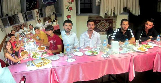 CHP Uşak Gençlik Kolları Üyeleri İftar Yemeğinde Buluştu!