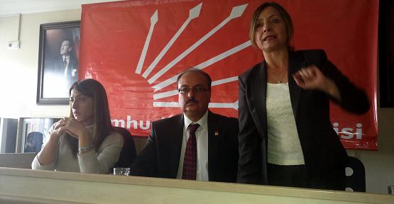 Uşak'ta Partiler Arasında En Kalabalık Bayramlaşma CHP'de Gerçekleşti