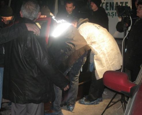 Çorum, Gülabibey Mahallesi Vatan Caddesi'ndeki Kavga da Ekrem Aydın, Selvet Güden'in Başını Keserek Öldürdü. Selvet Güden'in Ölüm Haberi.