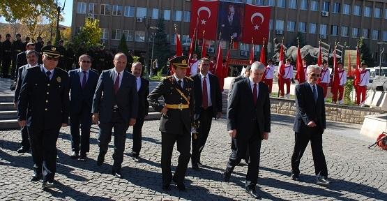 Cumhuriyet Bayramı Kutlamaları Çelenk Koyma Töreni ile Başladı!