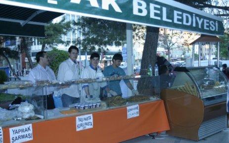 Eğitim Çağındaki Talebelere Yardım Derneğinden Tiritoğlu Parkında Kermes