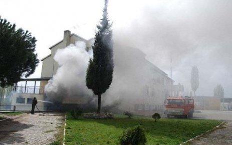 Eşme de Öğretmen Ali Baykal İlköğretim Okulunda Yangın Çıktı.