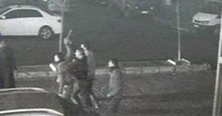 Gaziantep Türkmenler Caddesindeki Çıkan Kavga'da Abdullah Bozok Bıçaklandı.Gaziantep Türkmenler Caddesi'ndeki Çorbacıda Kavgada Abdullah Bozok Hayatını Kaybetti..