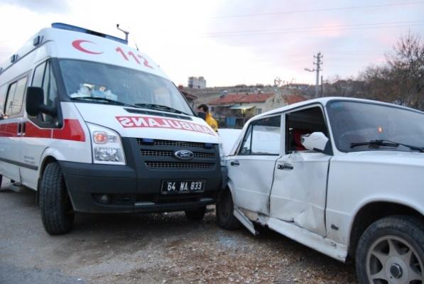 Gediz Yolu'nda Trafik Kazası! Ambulans Otomobille Çarpıştı