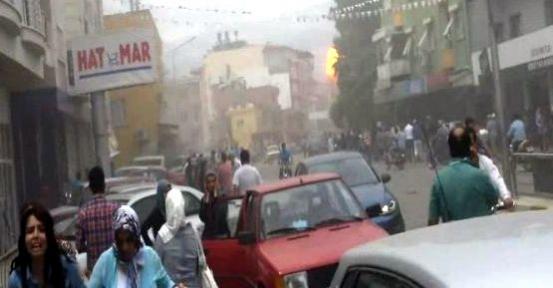 Hatay da Patlama, Reyhanlı 'da Patlama, Reyhanlı 'da Bomba Yüklü Araç Patladı 40 Ölü ve 100'ü Aşkın Yaralı Var!