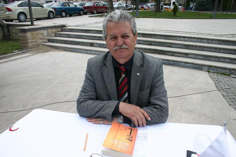 İsmet Paşa Caddesi'nde Kızılay Kan Bağışı Kampanyası'na Devam Ediyor