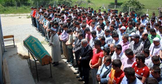 Kazada Hayatını Kaybeden Genç Özçakır'ın Cenazesi Gözyaşları İçinde Toprağa Verildi