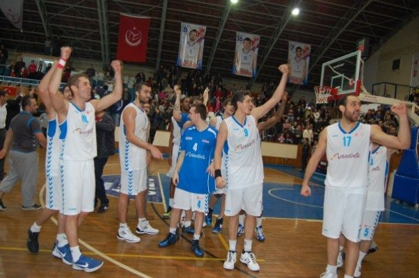Mackolik.com Uşak Basketbol Takımı'ndan İstanbul'a Farklı Tarife: 41-73