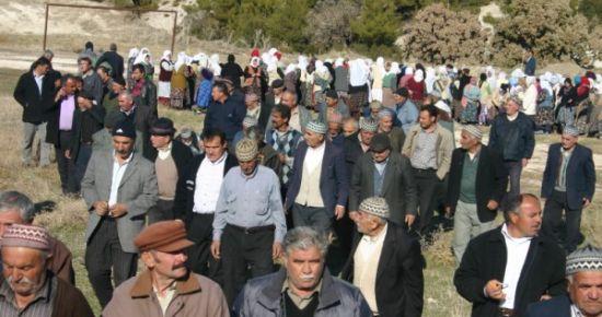 Sivaslı'nın Erice Köyü Yağmur Duasına Çıktı. Kazanlar Kuruldu Yemekler Dağıtıldı.