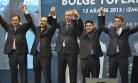 Başbakan İzmir'de Nurullah Cahan'ın Elini Kaldırdı
