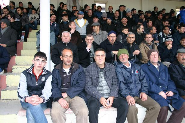 Uşak İl Özel İdarespor Yeni Sandıklıspor Maçı Aşigoların Tadını Kaçırdı.