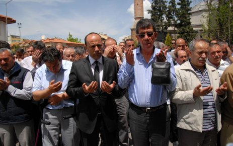 Uşak Belediyesi Personeli Ramazan Özuğur'un Cenazesi Gözyaşları İle Toprağa Verildi.
