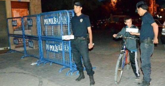 Uşak Polisinden Kandil Çikolatası!