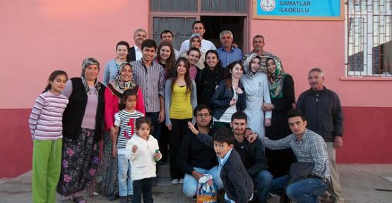 Uşak Üniversitesi Öğrencileri İlköğretim Okulu'nu Boyadı!