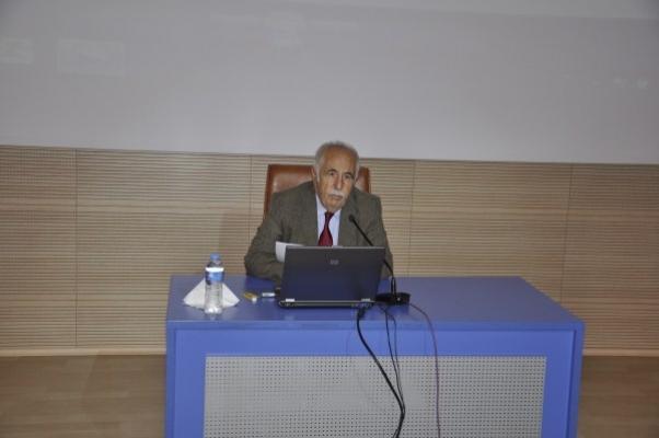 """Uşak Üniversitesi """"Türkistan ve Ahmet Yesevi İzlenimleri"""" Adlı Konferans Düzenlendi"""
