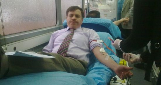 Uşak Üniversitesi'ndeki Kan Verme Kampanyasına Rektör Öncülük Etti!