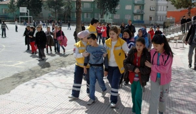 Uşak'ta İlköğretim Öğrencilerinin Biber Gazı Merakı 8 Öğrenciyi Hastanelik Etti!