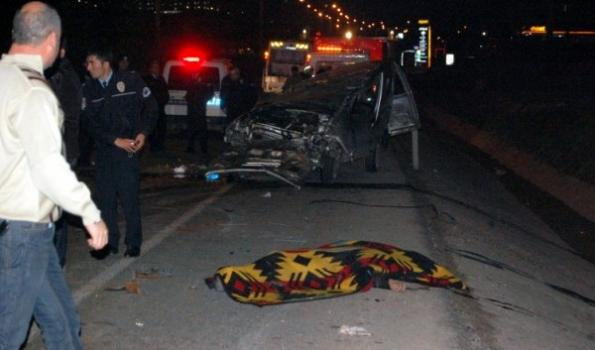 Uşak'ta Kanala Çarpan Araç Takla Attı! 1 Ölü 2 Yaralı
