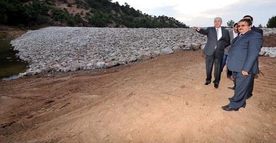 Vali Erden, Uzunoluk'taki Gölet İnşaatında İncelemelerde Bulundu!