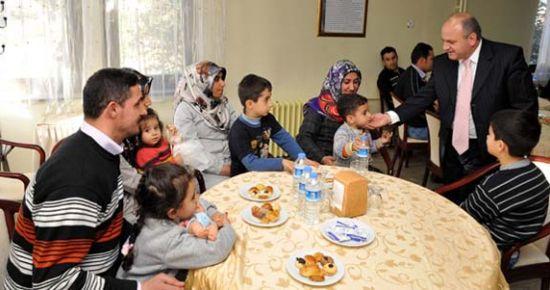 Vali Özdemir Çakacak Van'dan Gelen Depremzedeleri Ziyaret Etti