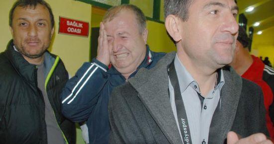 Zorlu Deplasmanda Kazanılan Galibiyet Uşak Belediyespor'u Kendine Getirdi. Kulüp Müdür'ü Göz Yaşlarına Engel Olamadı.